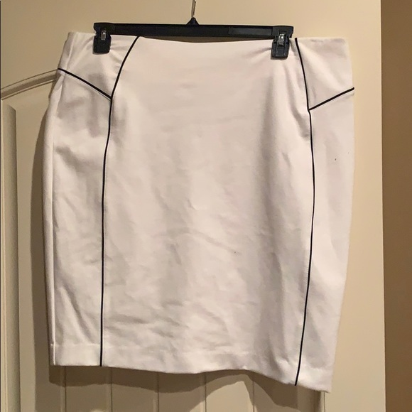 New York & Company Dresses & Skirts - Ivory Skirt
